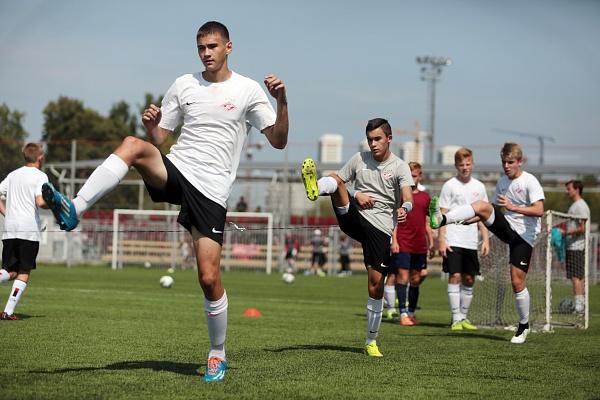 Футболисты провели еще одну игру врамках кубка «Героев боевого братства»