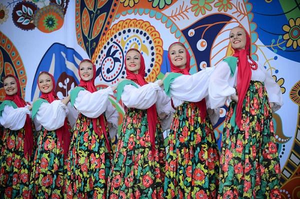 Творческие коллективы Сосенского приглашают насмотр «Поющий май»